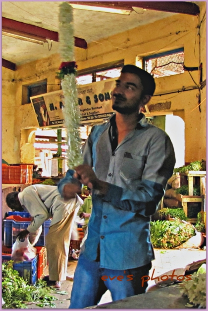 Spinning the garland.. Magic Trick! - Bangalore, flower market.