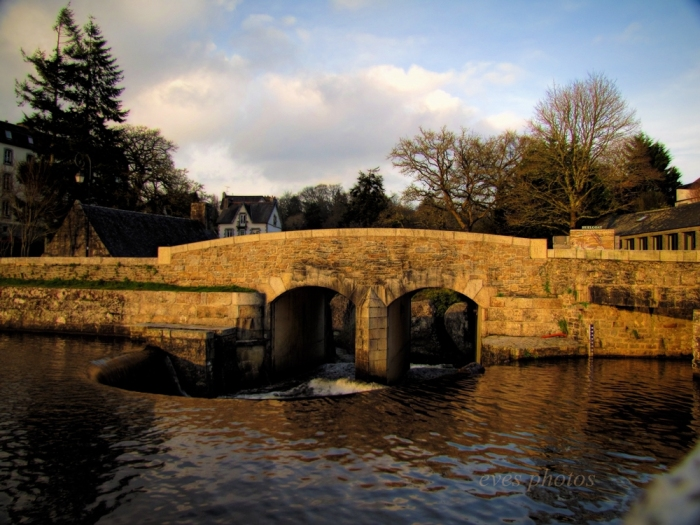 The stone bridge through the town